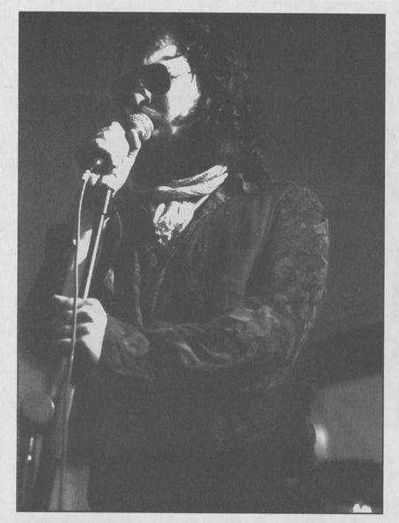 Edorta, voz de los Flying Rebollos, durante una actuación.